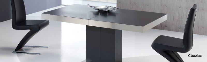 Mesa de comedor extensible con platabanda de acero inoxidable.