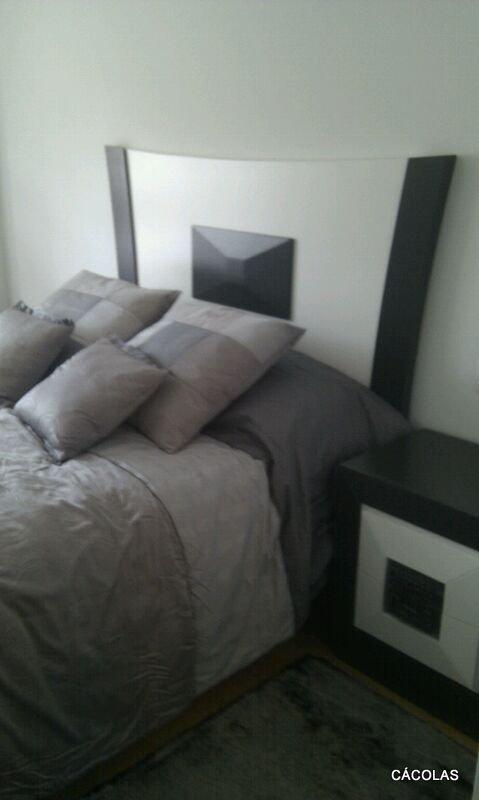 Habitacíon p/cama de 1.50 lacada.