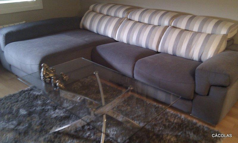 Sofá con deslizantes en tela Aquaclean