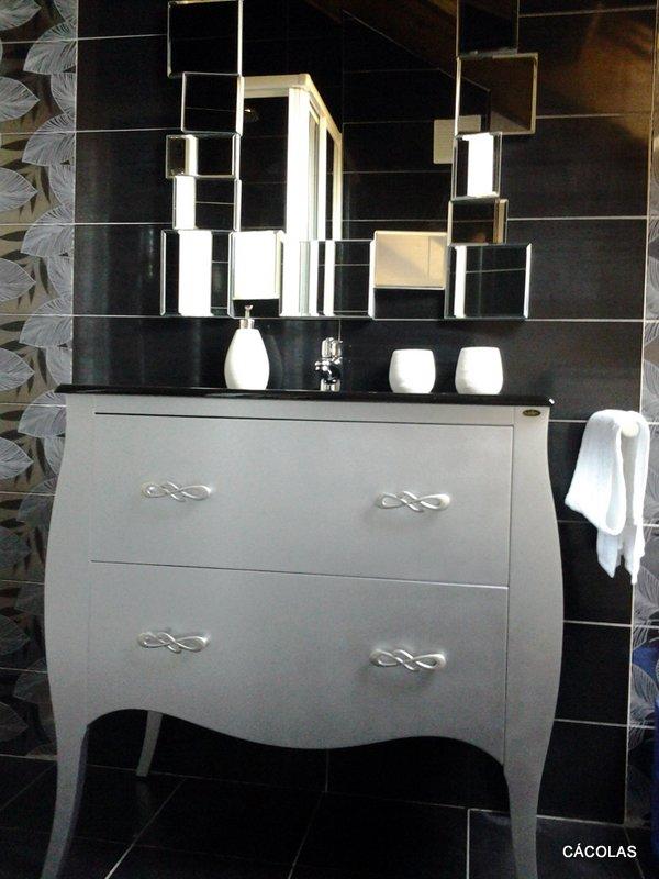 Baño habitación bajocubierta, mueble de baño estilo francés.
