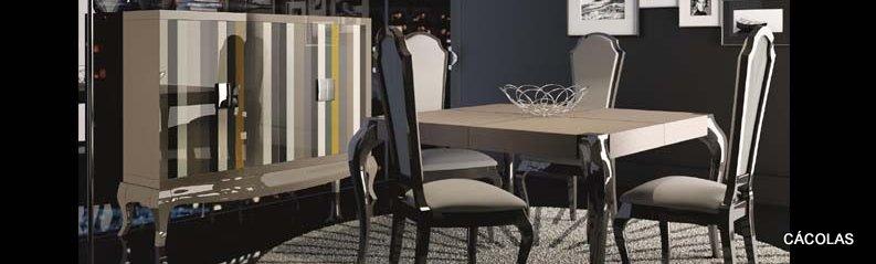 Mesa extensible 140*90 con 4 sillas y aparador.
