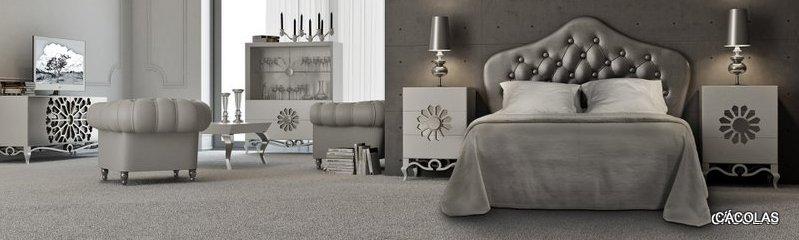 Dormitorio con cabecero tapizado y  mesitas lacadas.
