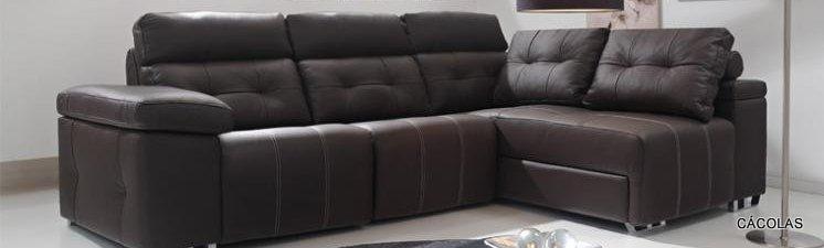Sopá rinconero con asientos relax eléctricosm, tapizado en piel.