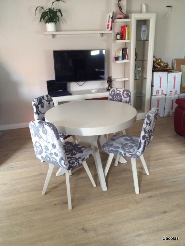 Mesa de comedor de 1.05 extensible con sillas diseño.