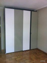 Armario integrado de puertas correderas
