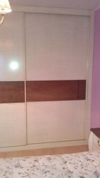Detalle de armario empotrado con puerta coplanar