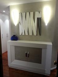 Mueble zapatero con dos puertas, dos cajones interiores lacado en blanco.