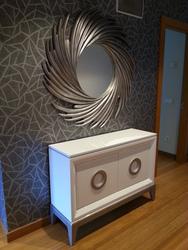 Mueble de entrada lacado en blanco,con espejo en plata .