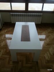 Mesa de centro diseño especial con nogal americano.