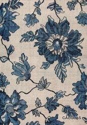 Alfombra con dibujo de flores, tejida en lana.